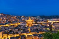 Modica cityscape på den blåa timmen Royaltyfri Bild