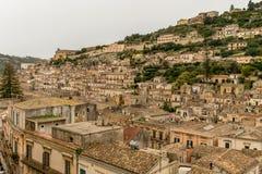 Modica sikt av det gamla barocka stadRagusa landskapet, Sicilien royaltyfria foton