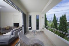 Modieus balkon stock afbeelding