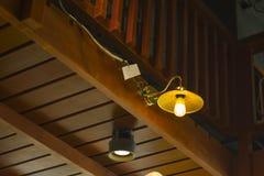 Modieus hang om plafondluxe mooie retro Edison de lichte lamp zit stock fotografie