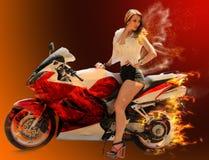 Modieus meisje op moderne rode motorfiets Stock Afbeelding
