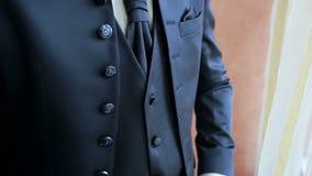 Modieus mensenoverhemd, kostuum en vest stock video
