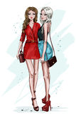 Modieus mooi meisje twee met toebehoren Hand getrokken maniervrouwen Vrouwen in de zomerkleren schets vector illustratie