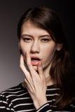 Modieus Nice Jong Volwassen Europees ModelWoman - Voorraadbeeld stock fotografie