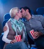 Modieus paar die romantisch ogenblik hebben Royalty-vrije Stock Fotografie