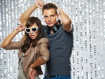 Modieus paar in een nachtclub royalty-vrije stock fotografie