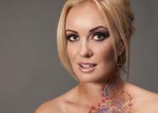 Modieus Portret van blondy vrouw Royalty-vrije Stock Foto's
