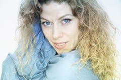 Modieus portret van een mooie vrouw Stock Fotografie