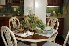 Modieus toevallig het dineren gebied stock foto's