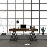 Modieuze binnenlands van een huisbureau met een transparante stoel Stock Foto