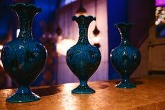 Modieuze blauwe vaas in de Oosterse stijl Stock Afbeeldingen