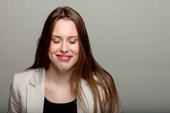 Modieuze Jonge Gemengde Ras Europese Vrouw - Voorraadbeeld Stock Foto