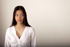 Modieuze Jonge Gemengde Ras Europese Vrouw - Voorraadbeeld Royalty-vrije Stock Afbeeldingen