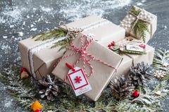 Modieuze met de hand gemaakte Kerstmisgiften stock afbeeldingen