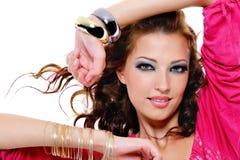 Modieuze mooie vrouw met heldere samenstelling Stock Fotografie