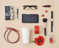 Modieuze reeks van toebehoren en materiaal voor stedelijke vrouw Royalty-vrije Stock Afbeeldingen