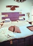 Modieuze retro slaapkamer stock afbeelding