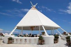 Modieuze structuur van de strandbar bij grondgebied van Turks h Stock Afbeelding