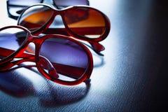 Modieuze zonnebril Gestileerde wijnoogst stock fotografie