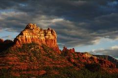Modific il terrenoare la sera di tramonto della roccia rossa a Sedona Immagine Stock