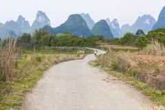Modific il terrenoare vicino al Li-Fiume in Yangshuo, Cina Fotografia Stock Libera da Diritti