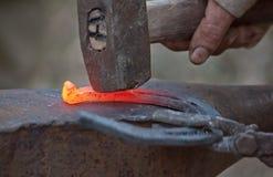 Modifier un fer à cheval Photo stock