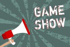 Modig show för ordhandstiltext Affärsidéen för program i television eller radion med spelare, som segrar, priser Man hållande meg vektor illustrationer