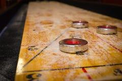 modig shuffleboard Arkivbild
