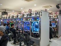 Modiga maskiner på Akihabara den elektriska staden, Tokyo royaltyfri foto