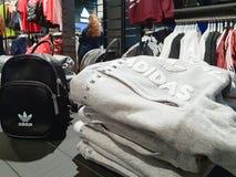 Modische Adidas-Sportkleidung Lizenzfreie Stockfotos