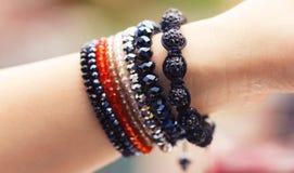 Modische handgemachte Armbänder Stockbild
