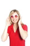 Modische Frau in der roten Sonnenbrille Lizenzfreie Stockfotos