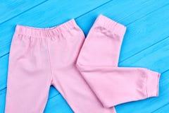 Modische rosa Hose für kleine Mädchen Lizenzfreies Stockfoto