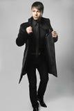 Modischer eleganter junger Mann der Mode Stockbilder