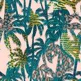 Modisches nahtloses exotisches Muster mit Palme, Tierdrucken und Hand gezeichneten Beschaffenheiten Stockbild