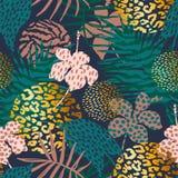 Modisches nahtloses exotisches Muster mit Palmen- und Tierdrucken Lizenzfreies Stockfoto