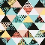 Modisches nahtloses Muster des exotischen Strandes, erläuterte tropische mit Blumenblätter Tapetendruckhintergrund Stockfotos