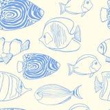 Modisches Sommerdesign mit Hand gezeichneten tropischen Fischen Stockfoto
