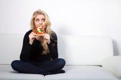 Modèle avec la pizza Images stock