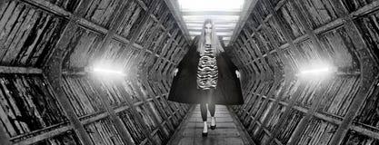 Modèle de mode faisant la passerelle Photographie stock libre de droits