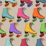 Modèle sans couture avec de rétros patins de rouleau Photos libres de droits