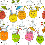 Modèle sans couture avec des cocktails de couleur Images libres de droits