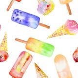 Modèle sans couture avec le cornet de crème glacée, sucette congelée de jus, tirée par la main dans une aquarelle sur un fond bla Image libre de droits