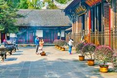 Modlić się ludzi na terytorium Wenshu monaster Fotografia Stock