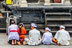 Modlić się ludzi w Pura Besakih świątyni, Bali, Indonezja Obraz Stock
