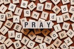 Modli się słowa pojęcie fotografia royalty free