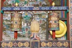 Modlitewni koła przy Trongsa Dzong, Trongsa, Bhutan obraz royalty free