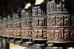 Modlitewni koła Swayambhunath w hinduism religii obraz stock