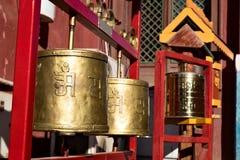 Modlitewni koła przy Gandantegchinlen monasterem w Ulaanbaatar obraz stock