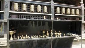 Modlitewny toczy wewnątrz Patan, Durbar kwadrat, Kathmandu dolina, Nepal zbiory wideo